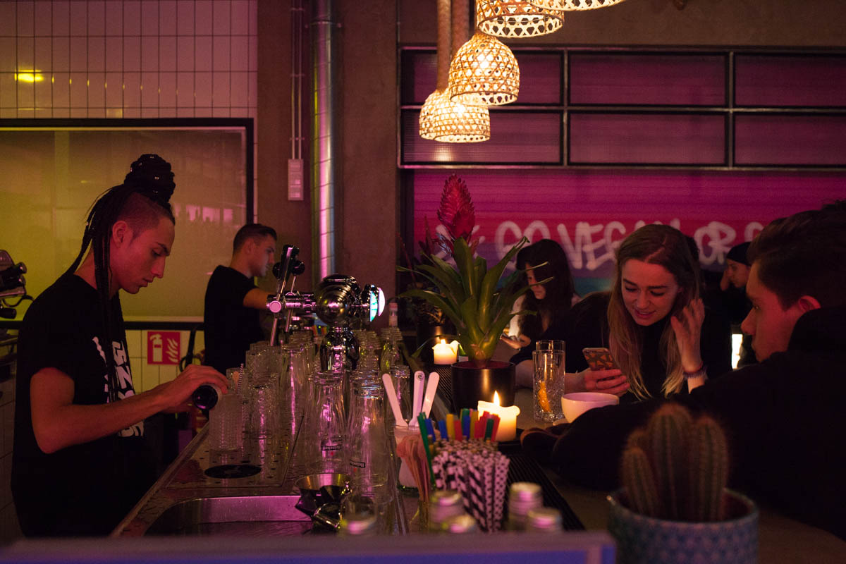 Vegan junk food bar vegan amsterdam for Bar food vegetarian